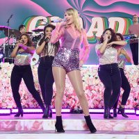 "Taylor Swift performs ""You Need To Calm Down"" (Live On Good Morning America) (Video)"